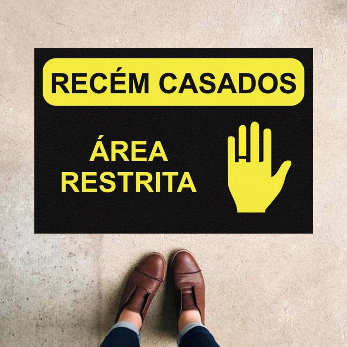 TAPETE CAPACHO 'RECÉM CASADOS ÁREA RESTRITA''