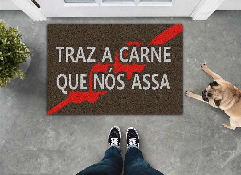 TAPETE CAPACHO TRÁS A CARNE QUE NÓS ASSA