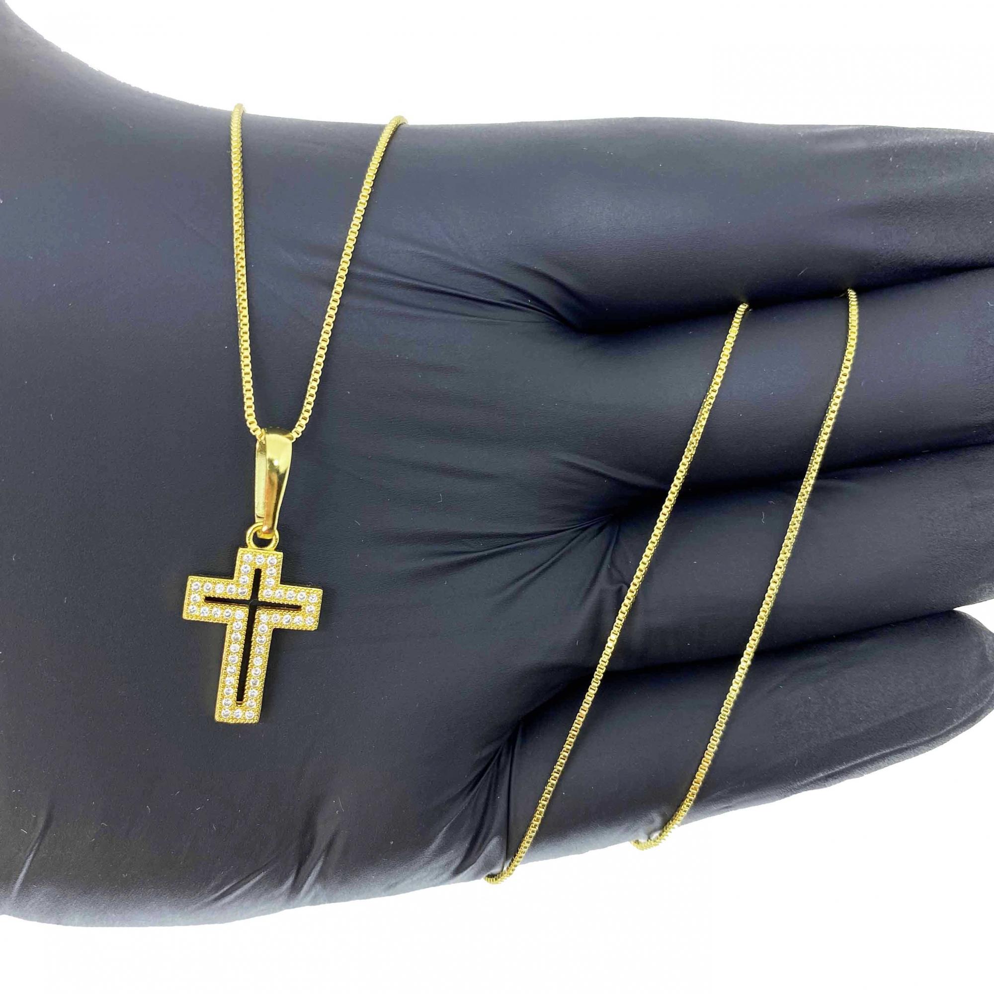 Corrente Veneziana 1,2mm 70cm (5g) (Fecho Tradicional) (Banho Ouro 18k) + Pingente Cruz Vazada Cravejada 2,1x1,4cm (1,8g)