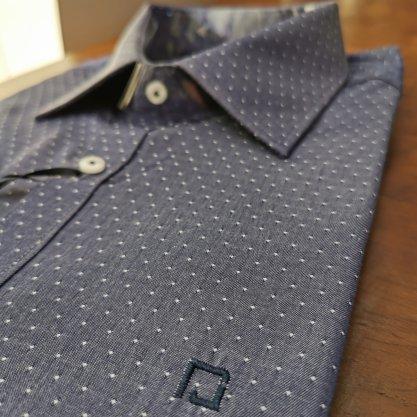 Camisa Raphy Manga Curta Poá Azul com bordado Azul