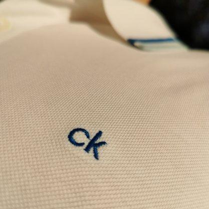 Polo Calvin Klein Branca Lisa Com Detalhe Na Gola