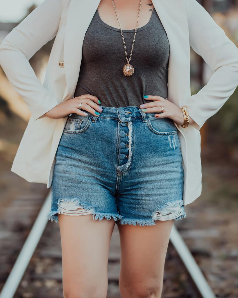 Short Feminino Botões Forrados Larimar