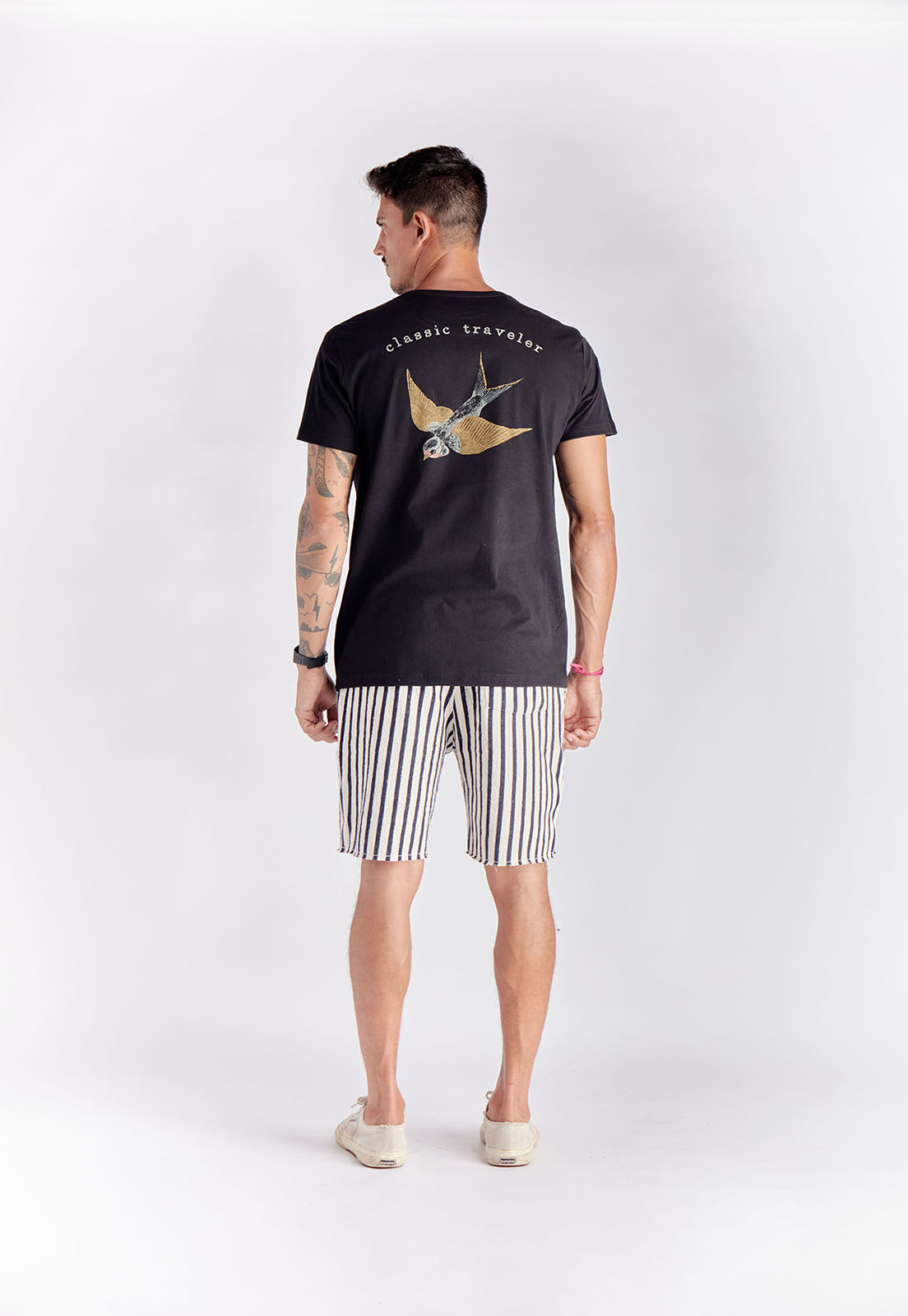 T-shirt Classic Traveler Preto Melty  - melty surf & Co.