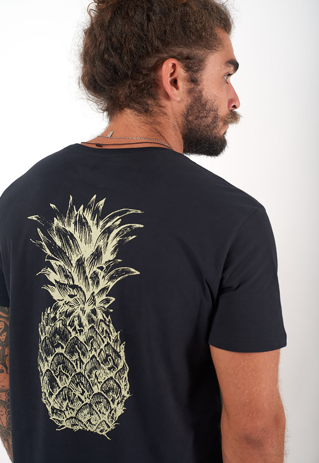 T-Shirt Pineapple preto melty  - melty surf & Co.