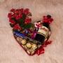Cesta Romântica com Mini Vinho, Ferrero Rocher e Chocolates