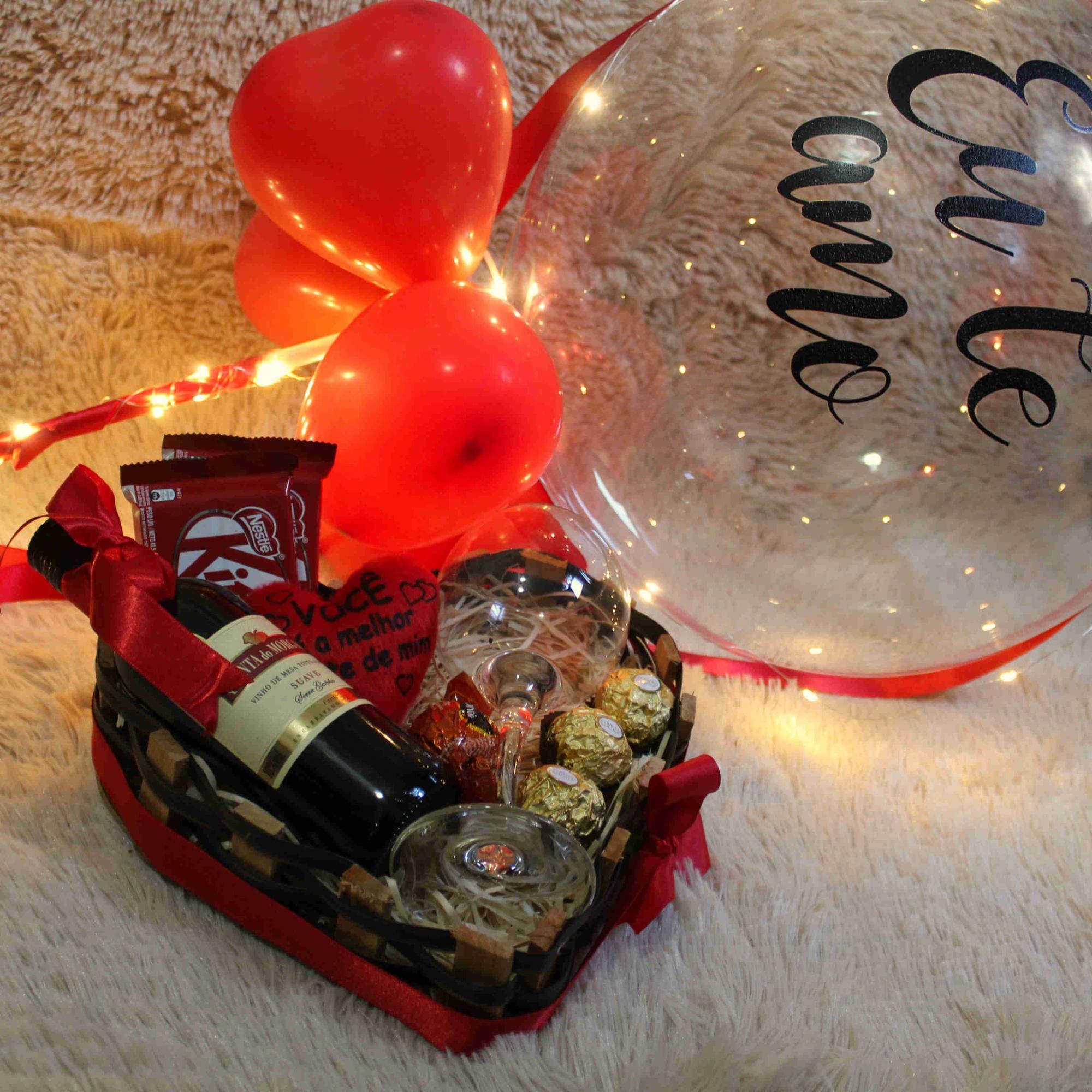 Bandeja com Vinho e Balão Personalizado