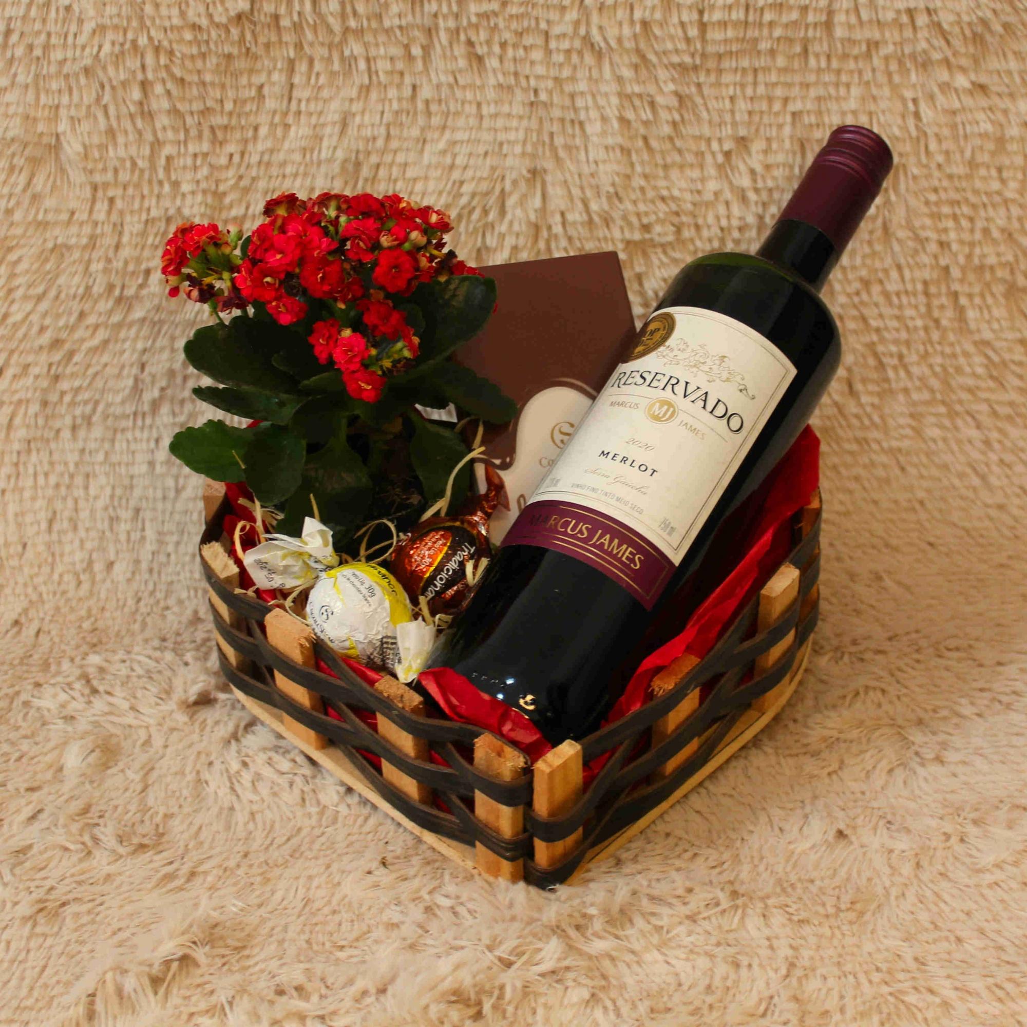 Bandeja de Coração com Flores e Vinho