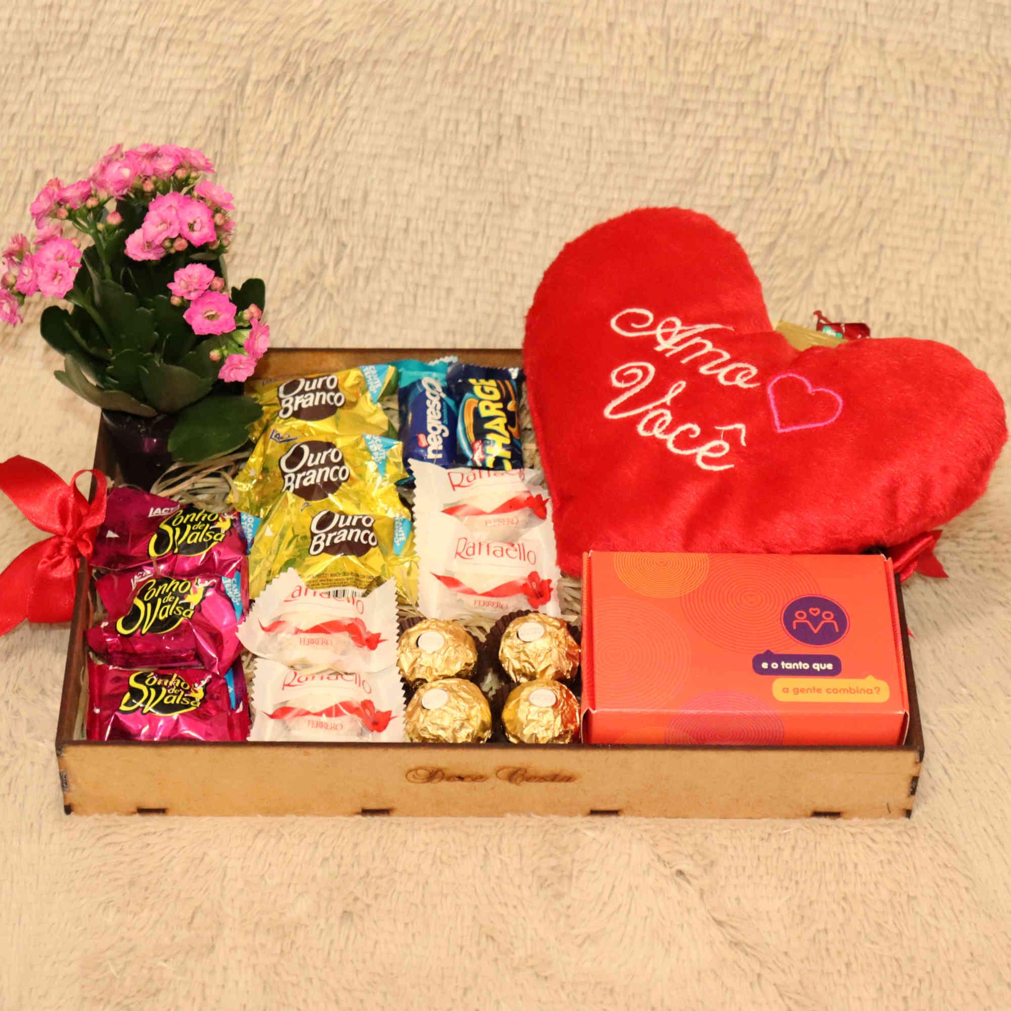 Bandeja Romântica com Pelúcia, Ferrero Rocher e Chocolates