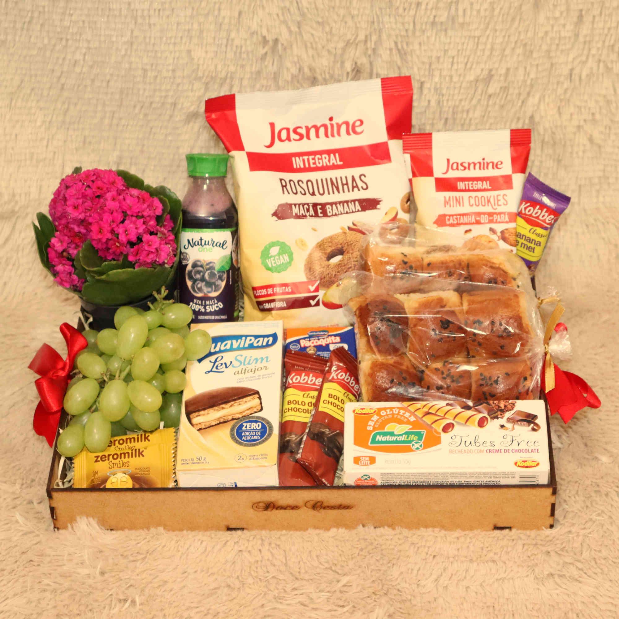 Bandeja Vegana de Café da Manhã com Cookies, Chocolates e Snacks