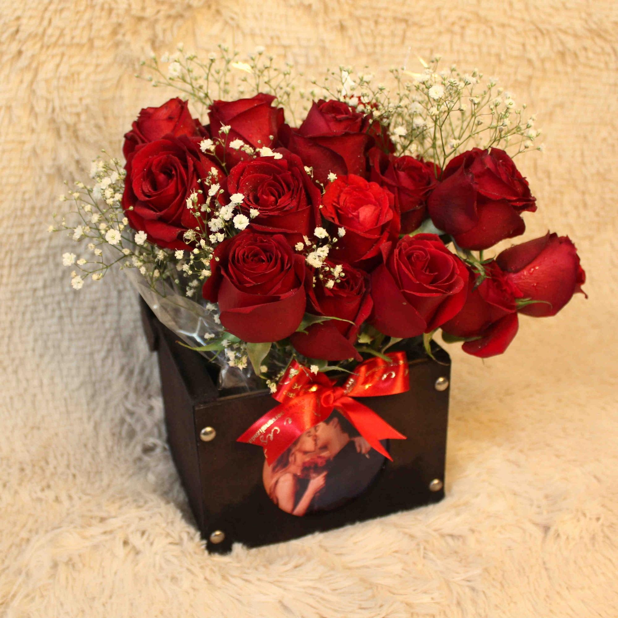 Baú com Rosas e Fotografia