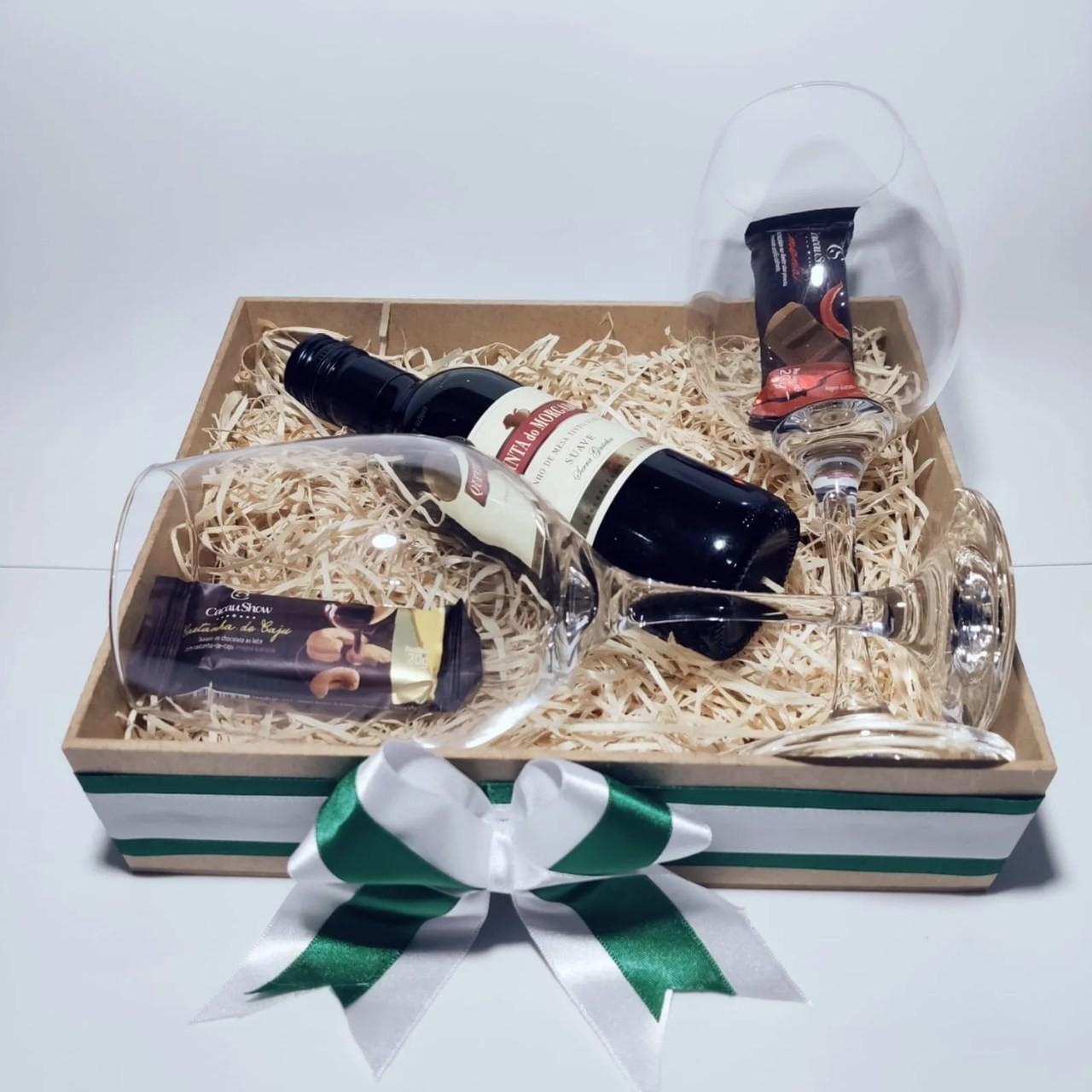 Caixa Comemorativa com Vinho e Chocolates