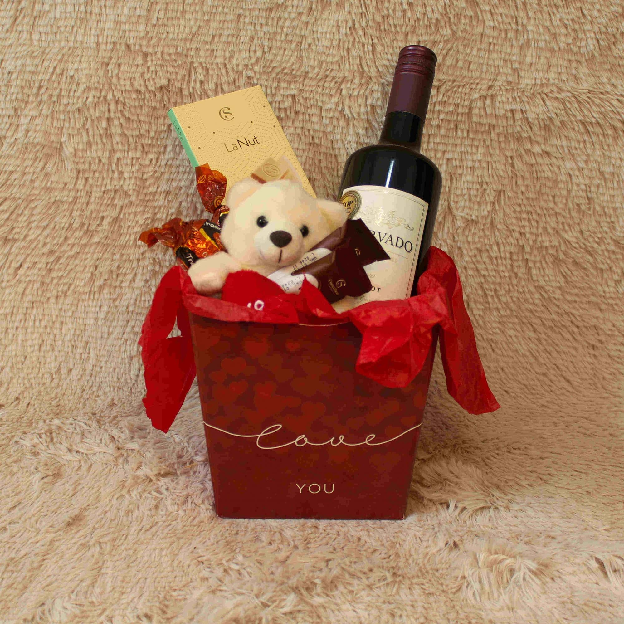Caixa I-Love-You com Vinho e Chocolate