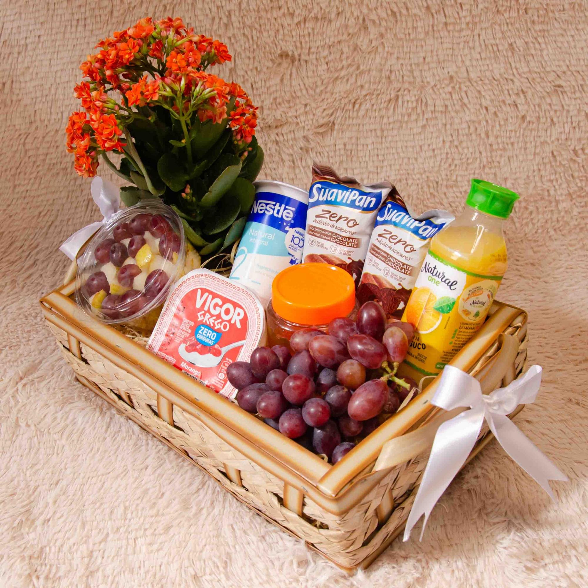 Mini Bandeja Fitness com Iogurtes, Fruta e Chocolates