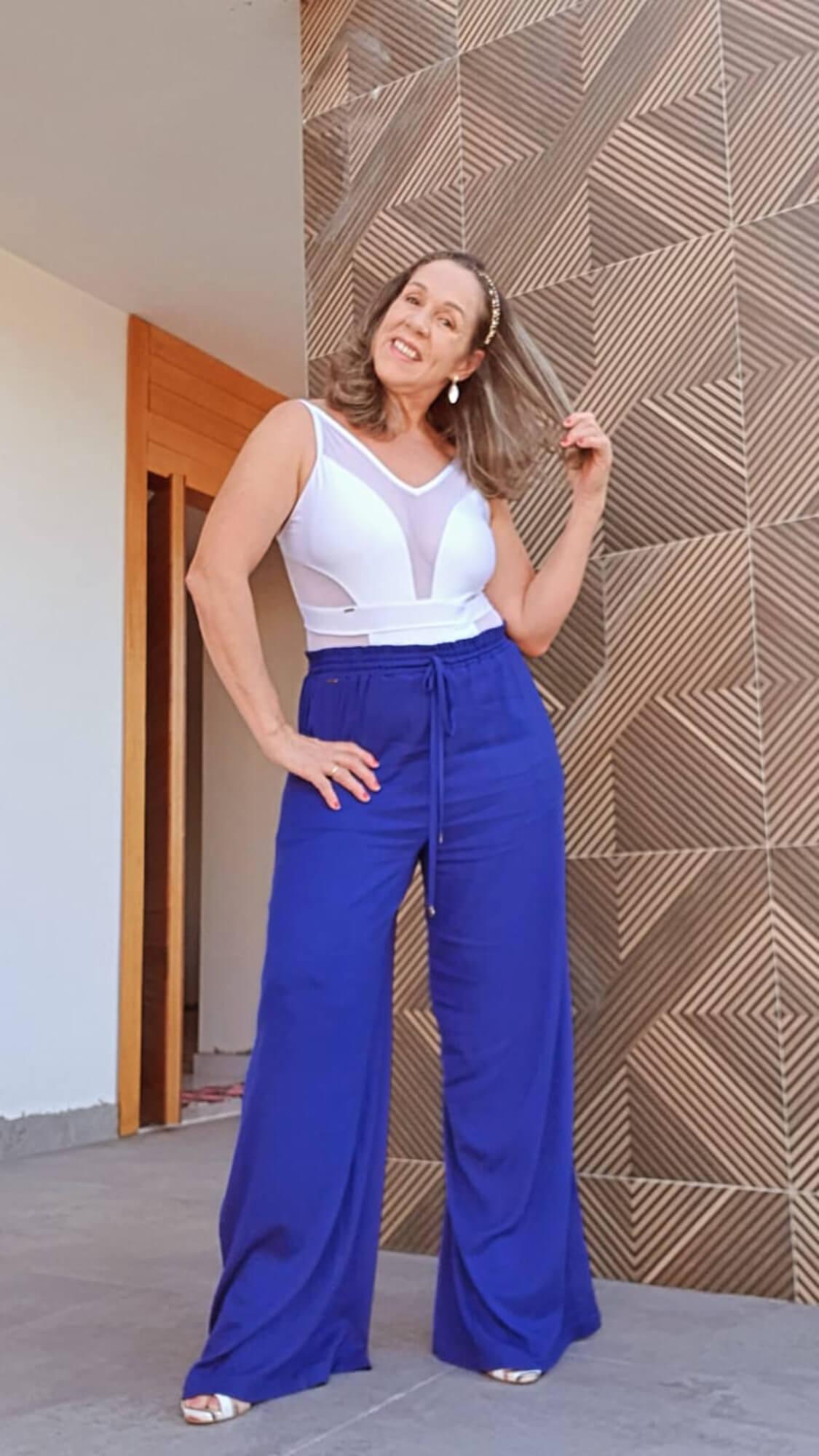 Look Completo : Maiô Premium Resort Branco + Pantalona Bolso Faca Azul Bic