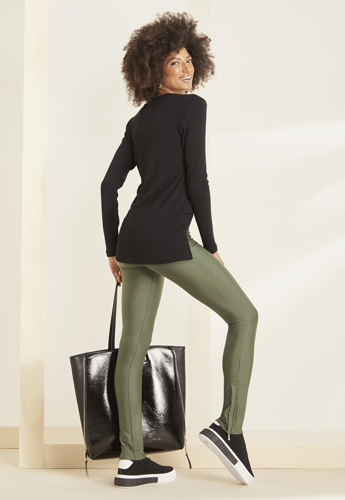 T-shirt Diana Preta + Calça Basic Prada Verde