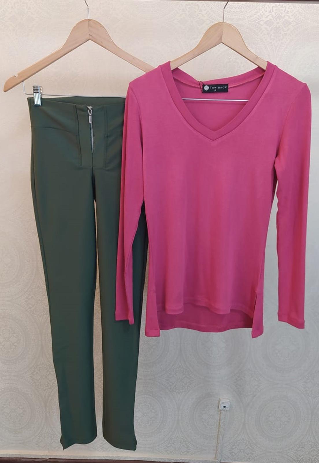 T-shirt Diana Rosa + Calça Basic Prada Verde