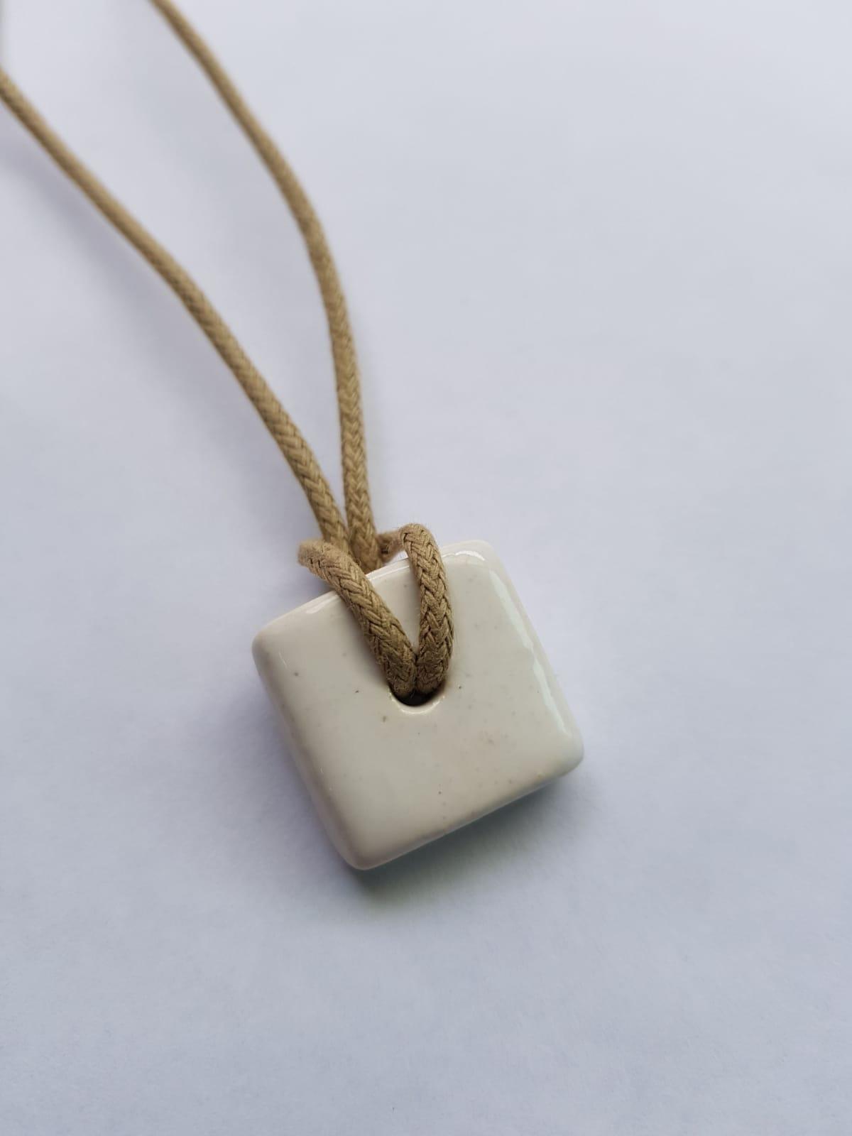 Colar Difusor Quadrado Branco