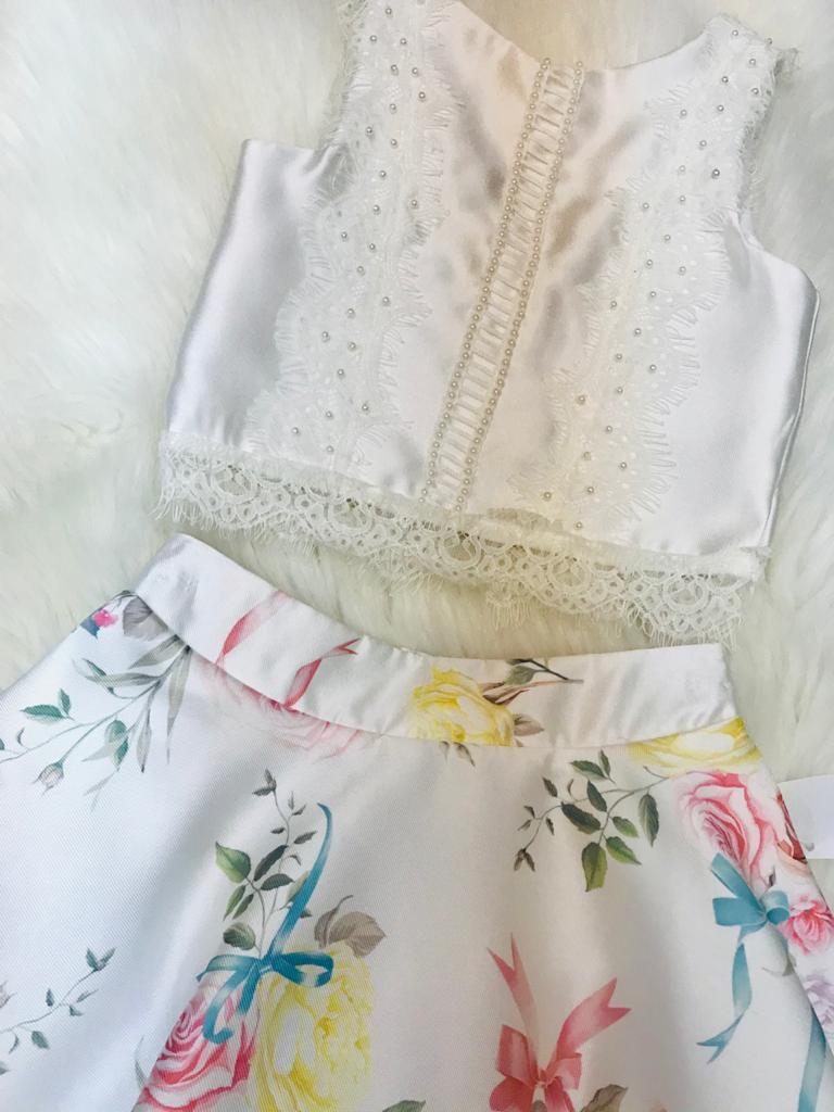 Conjunto Petit Cheria saia floral e crooped off white