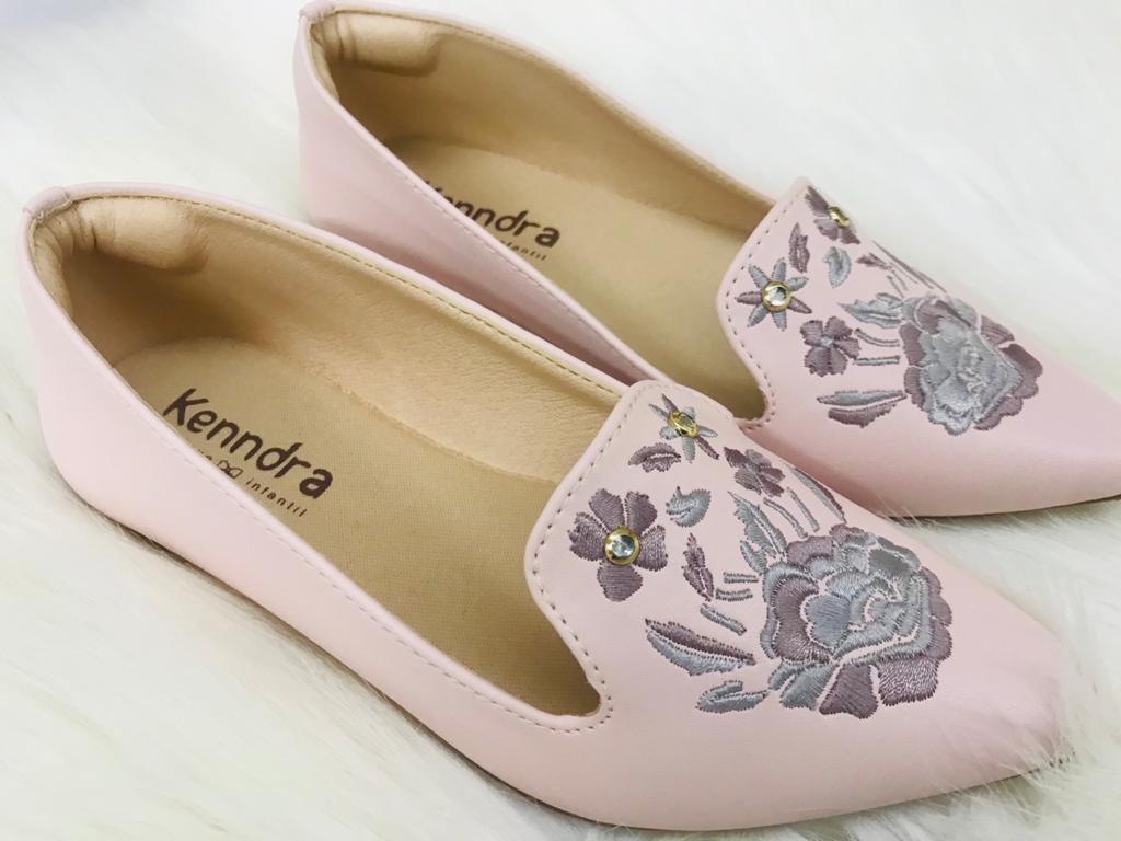 Sapatilha Rosa com detalhe de flor bordada