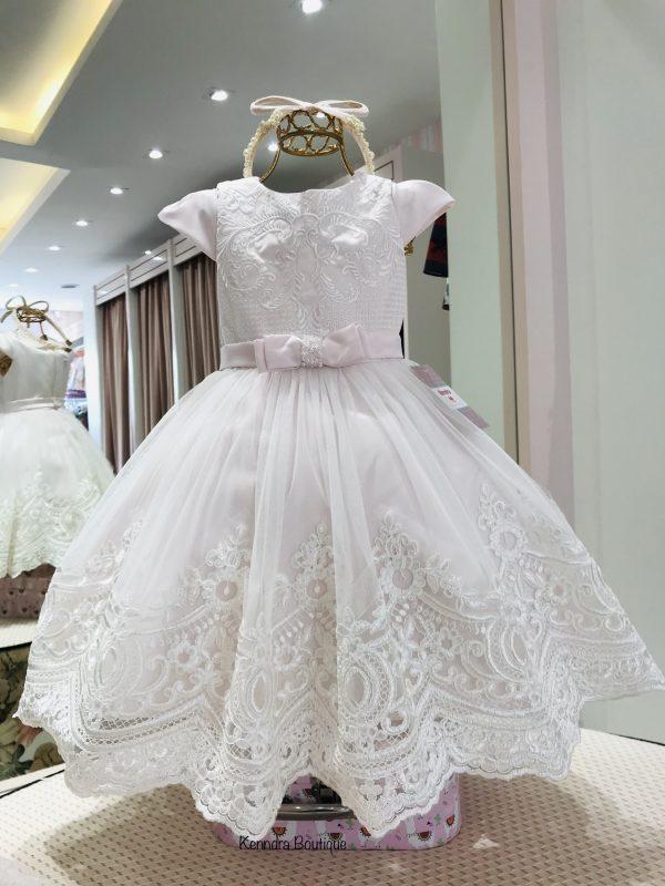 Vestido Luxo Petit Cherie rosa suave com barrado de renda