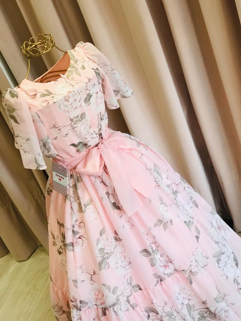 Vestido Petit Cherie Conceito floral rosa com cauda