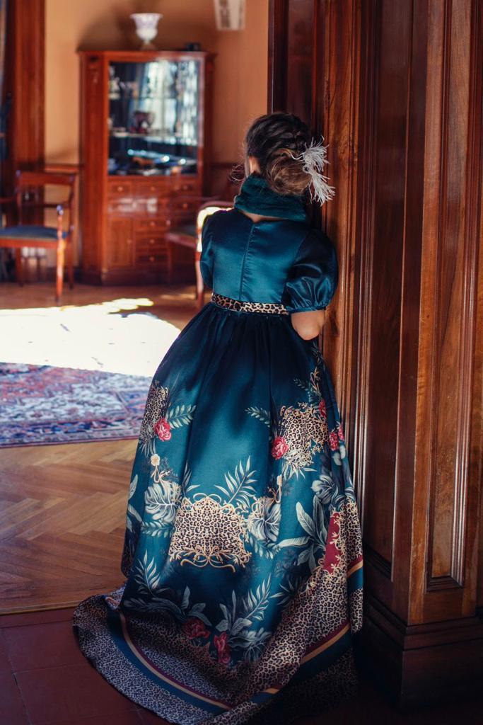 Vestido Petit Cherie Conceito longo com cauda e estampa animal print