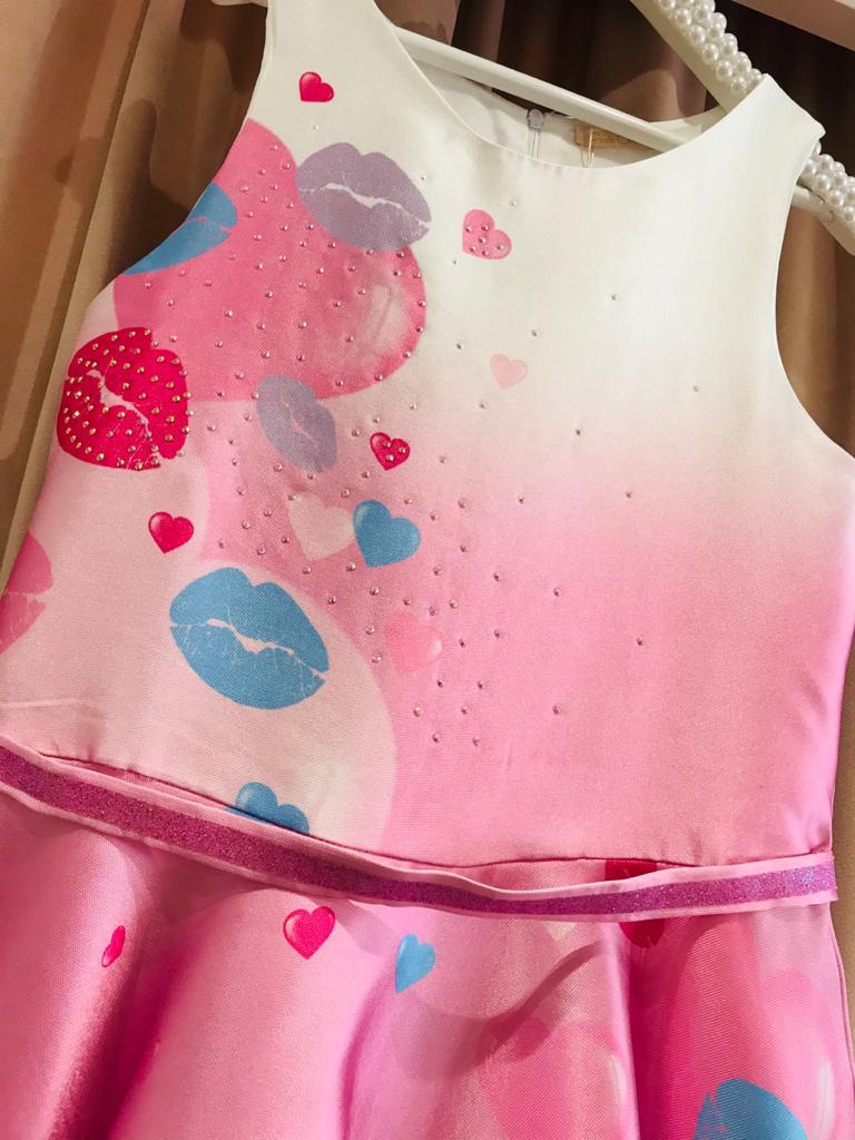 Vestido Petit Cherie estampa corações