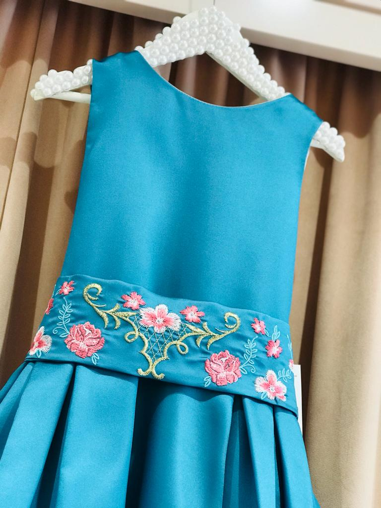 Vestido Petit Cherie Mullet cinto bordado