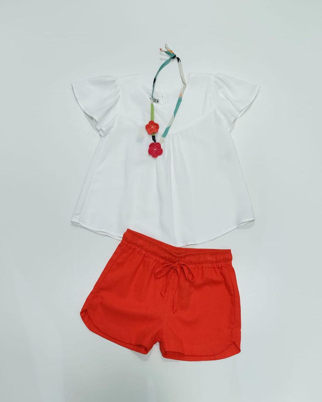 Bata Infantil Off White com Colar Artesanal Crochê Mundo Céu