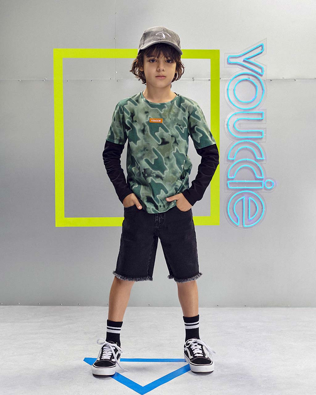 Bermuda Infantil Jeans Stretch Preto Barra Desfiada Youccie