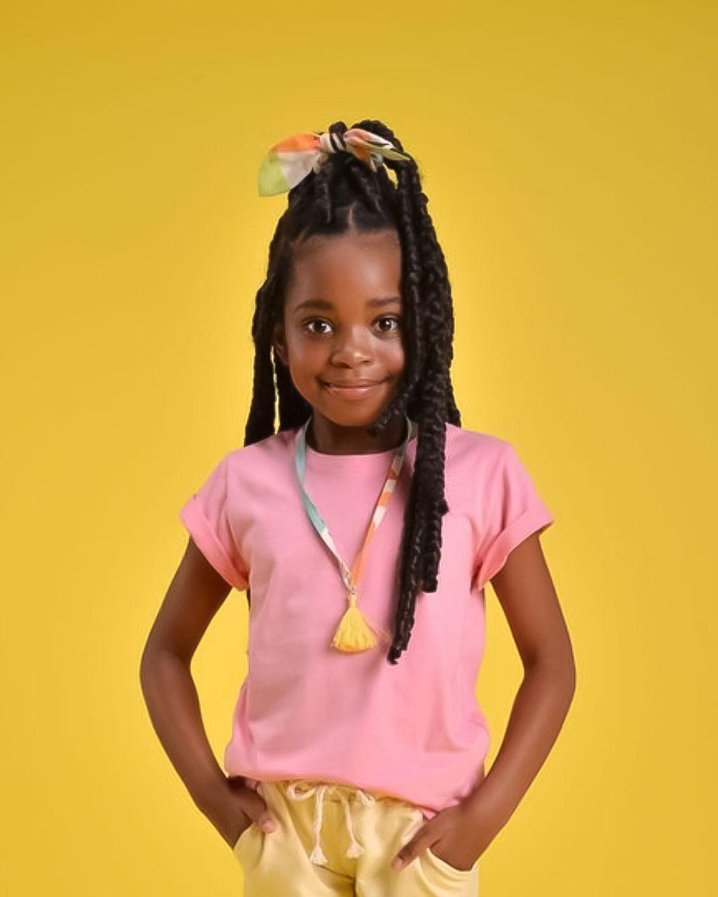 Blusa Infantil Rosa Chiclete com Colar Artesanal Mundo Céu