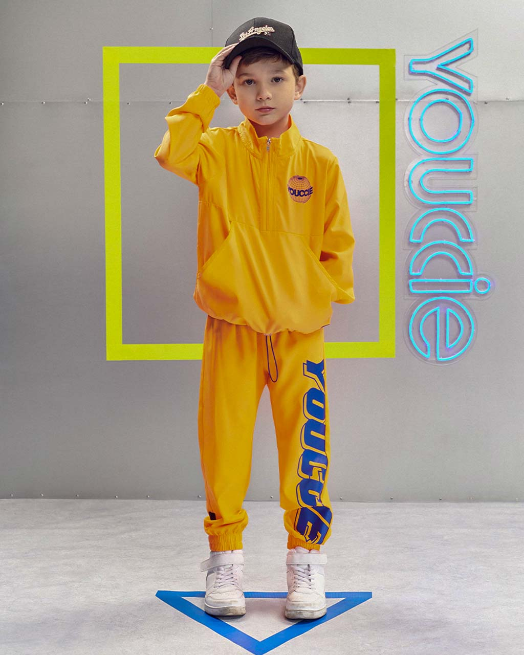 Calça Infantil Corta Vento Laranja Neon Com Arte Royal Youccie