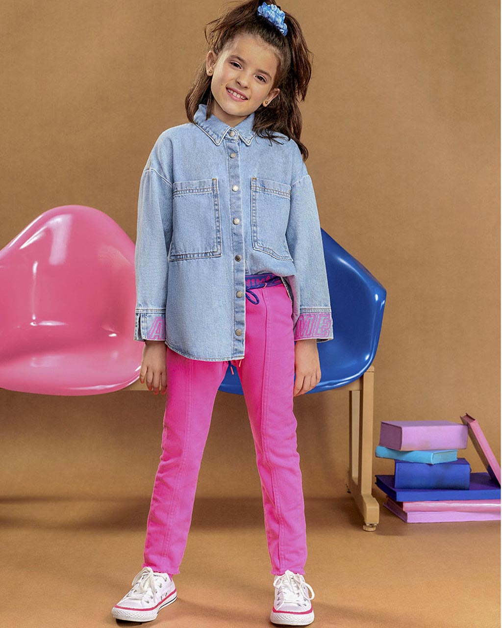 Camisete Infantil Jeans Arte Rosa nos Punhos Animê