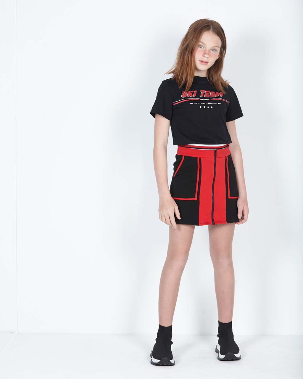Conjunto Teen Blusa Elástico na Cintura com Shorts e Saia Recortes Vermelho e Preto Dimy Candy