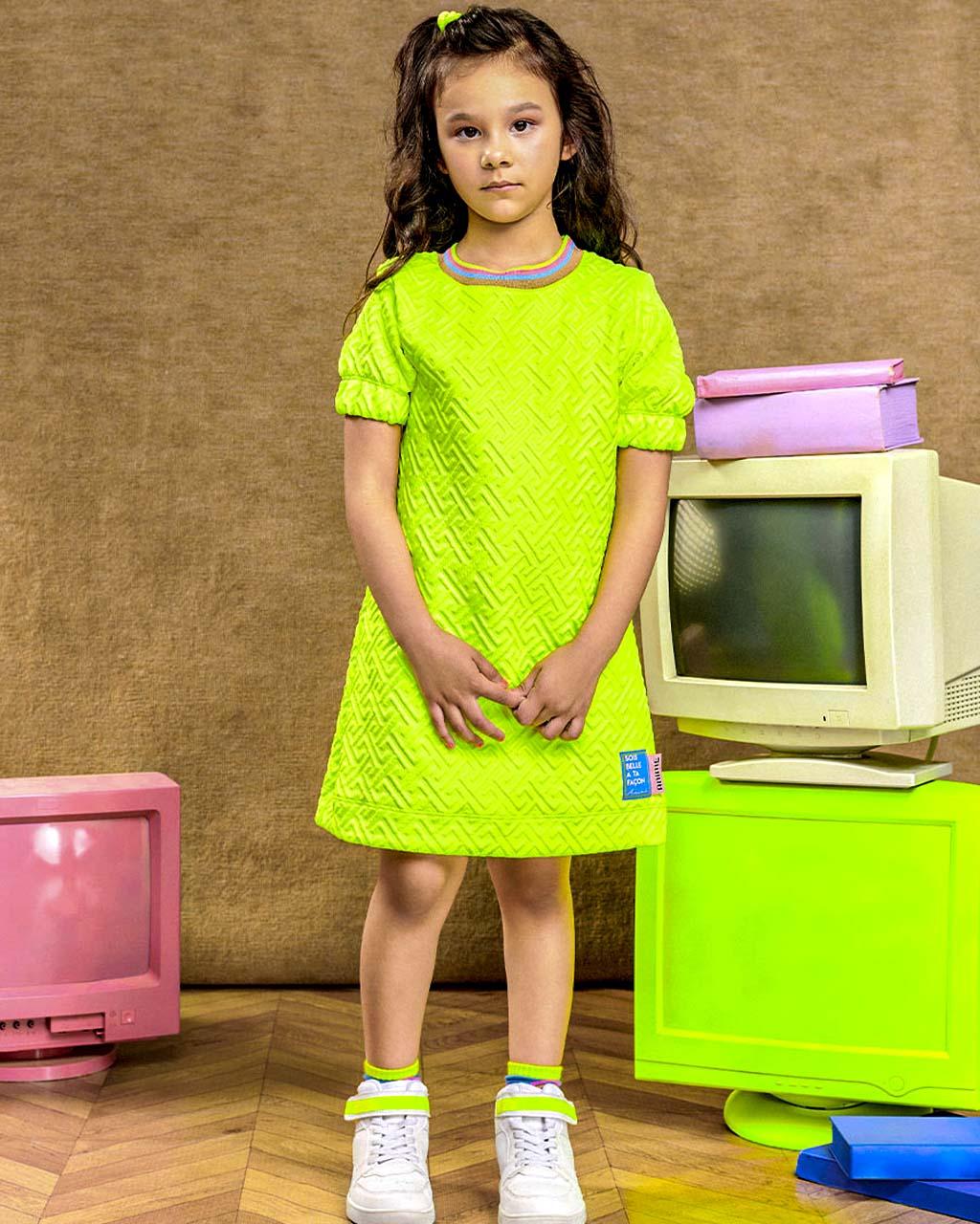 Vestido Infantil Neoprene Amarelo Neon com Gola Colorida Animê