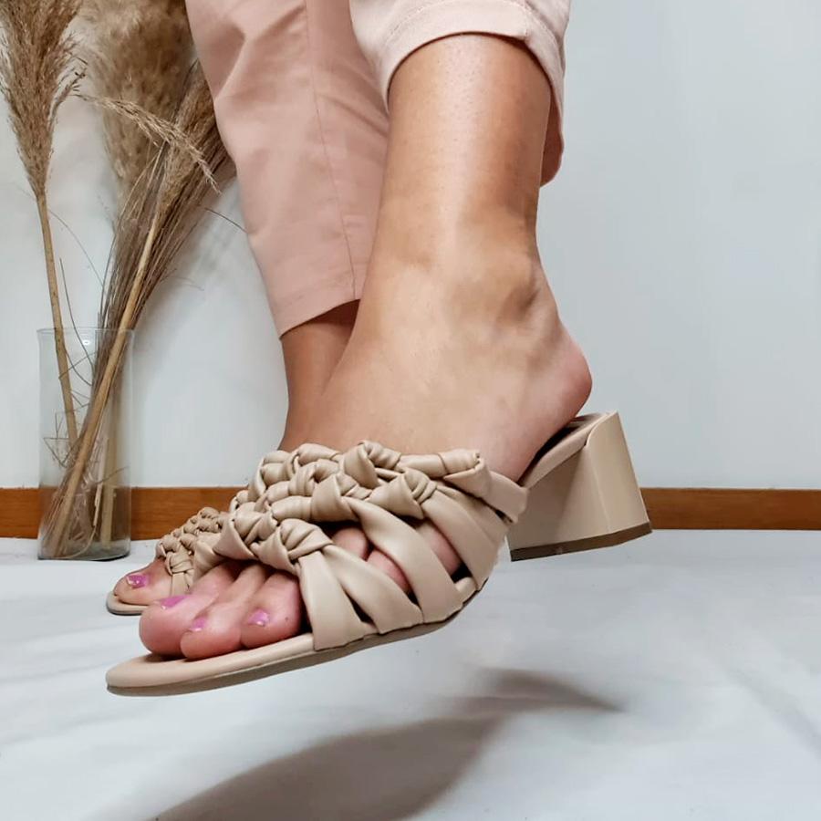 Sandália Nózinhos Salto Bloco Bege