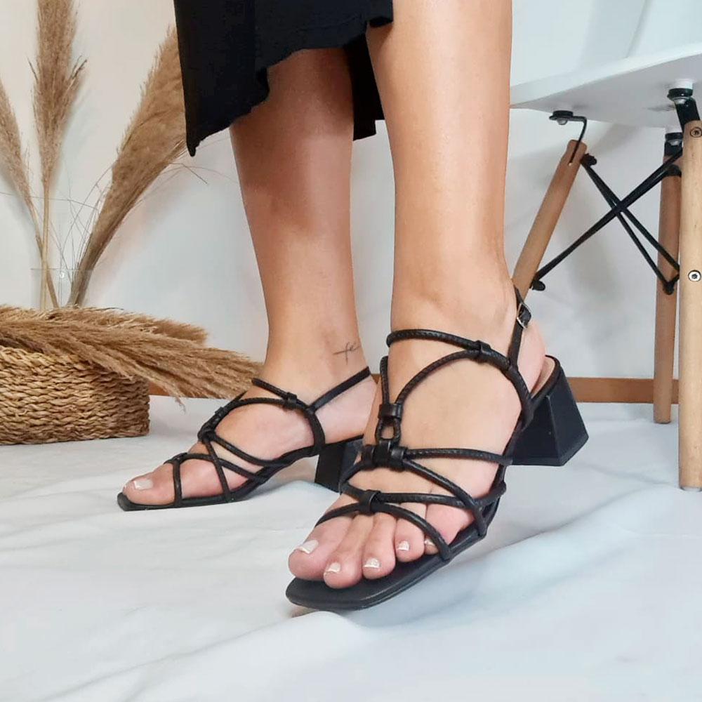 Sandália Tiras Salto Bloco Preta