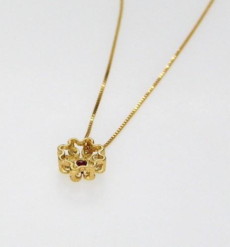 Colar Com Pingente Flor Em Ouro 18k