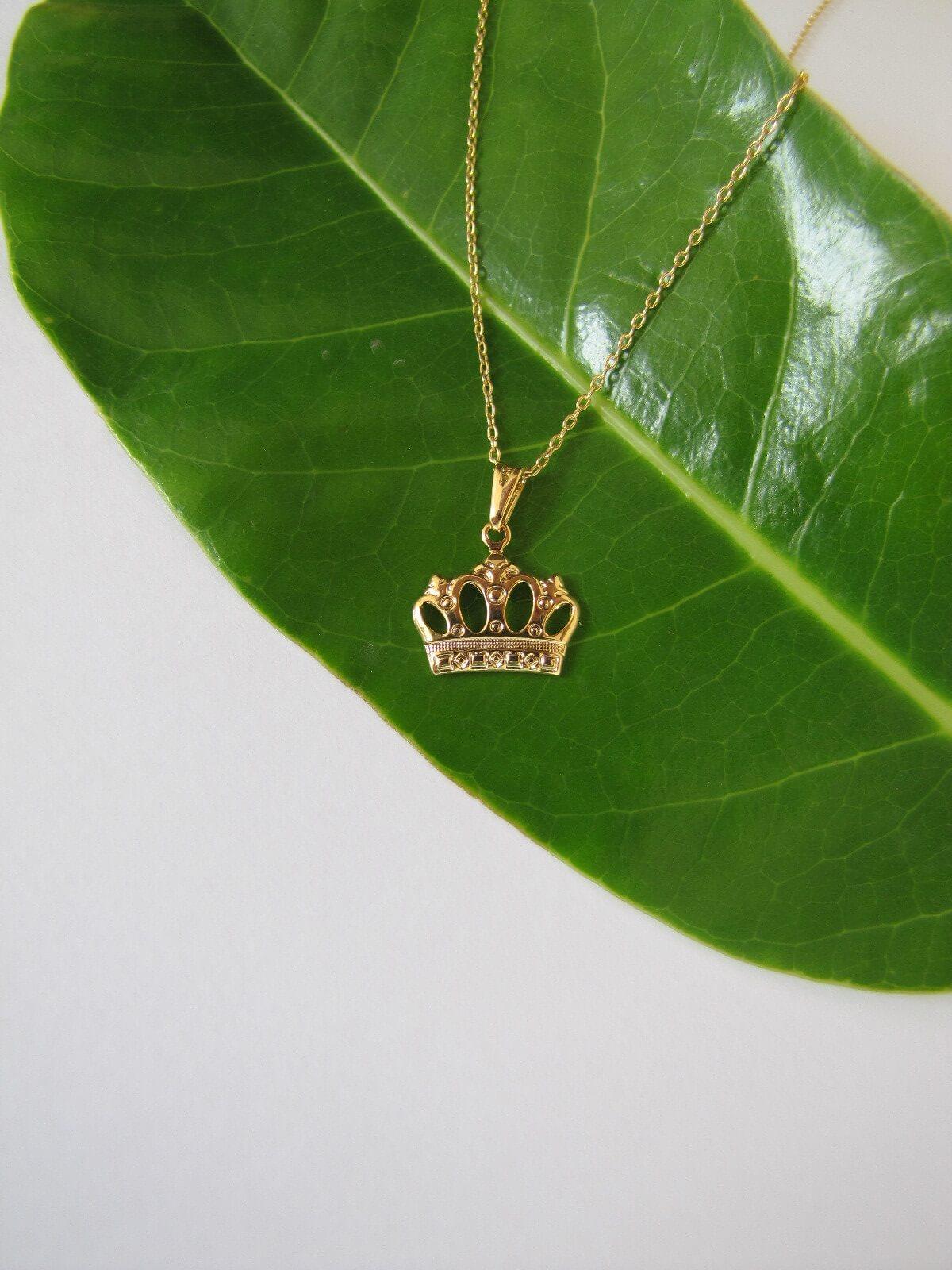 Conjunto Colar e Brinco de Coroa Vazada - Coleção Queen - Mina de Fé Joias - Banhada a Ouro 18k