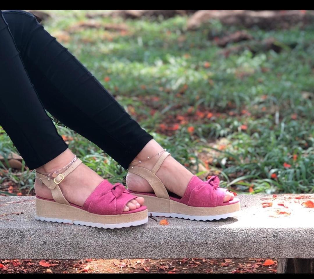 Sandália Anabela Tratorada em Linho Natural Pink