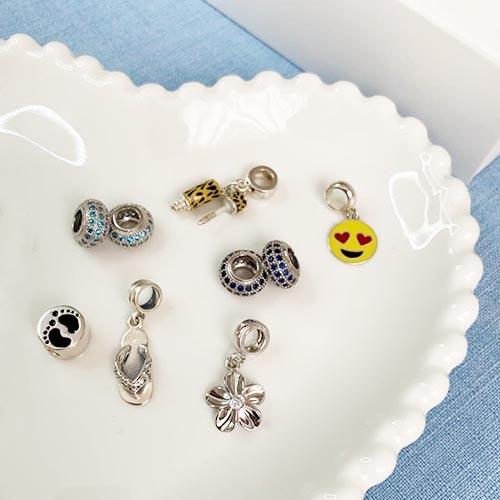 Berloque Emoji Apaixonado em Prata