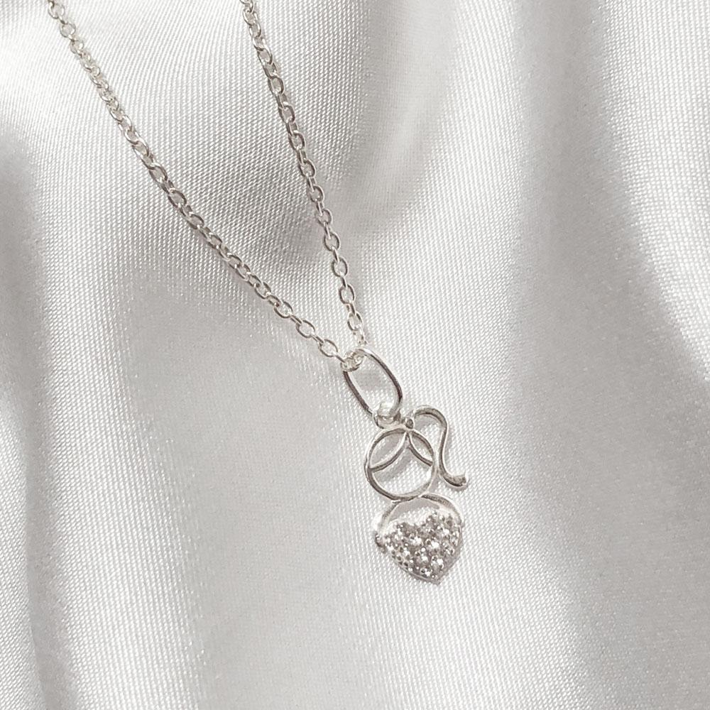 Colar Menina com Coração de Pedrinhas em Prata