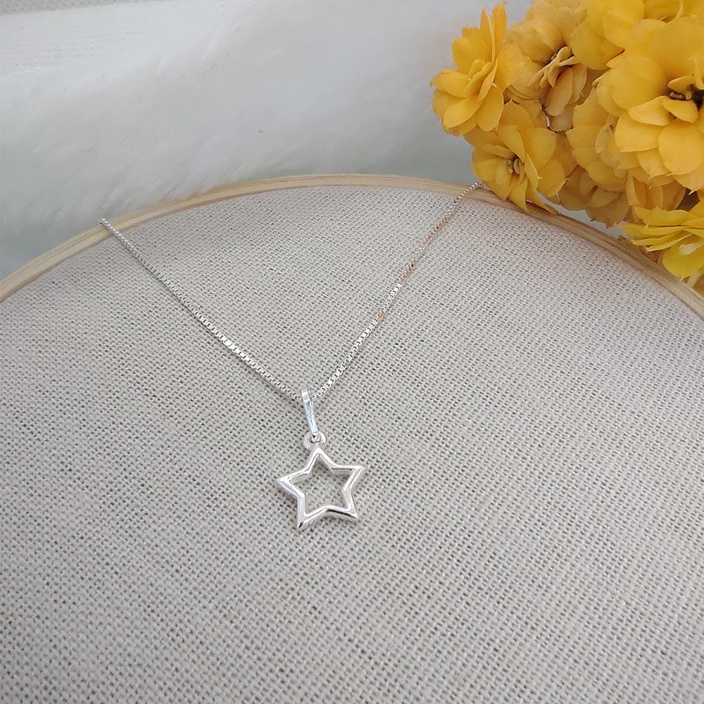 Colar Pingente Estrela em Prata