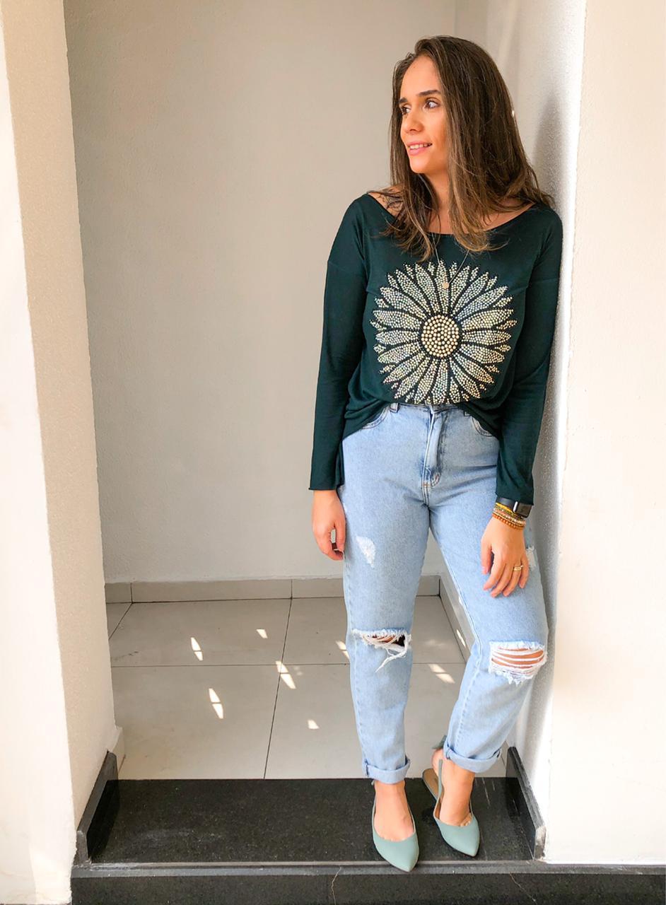 Camiseta flor manga longa