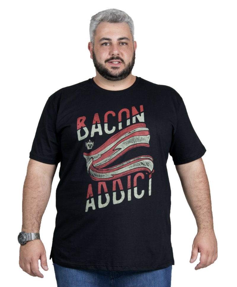 Camiseta plus size estampa Bacon Preta