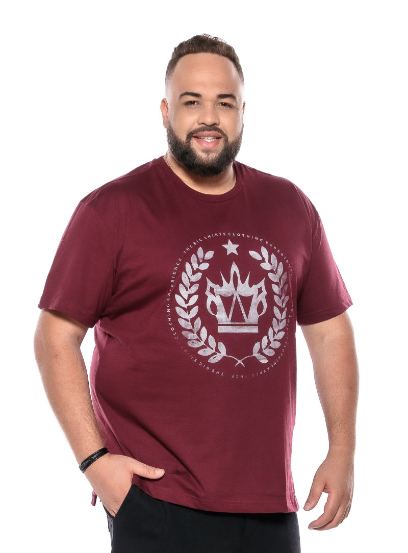 Camiseta plus size estampa Big Coroa Vinho