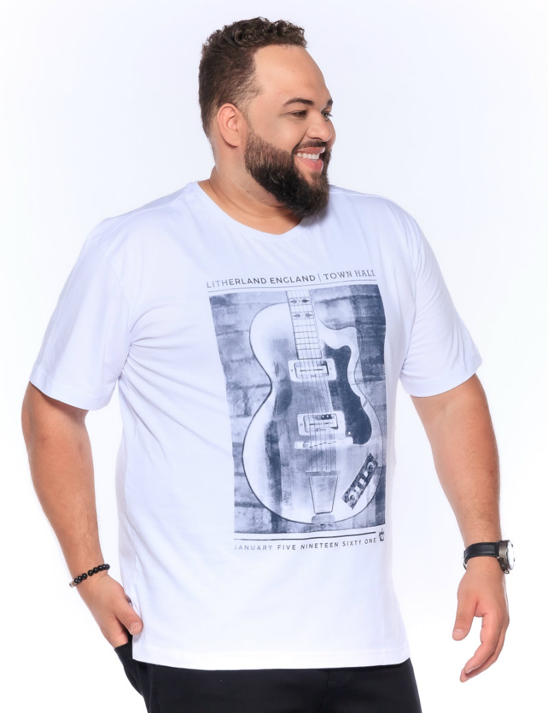 Camiseta plus size estampa Guitar Branca