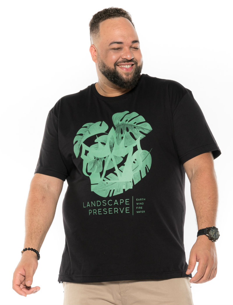 Camiseta plus size estampa Land Preta