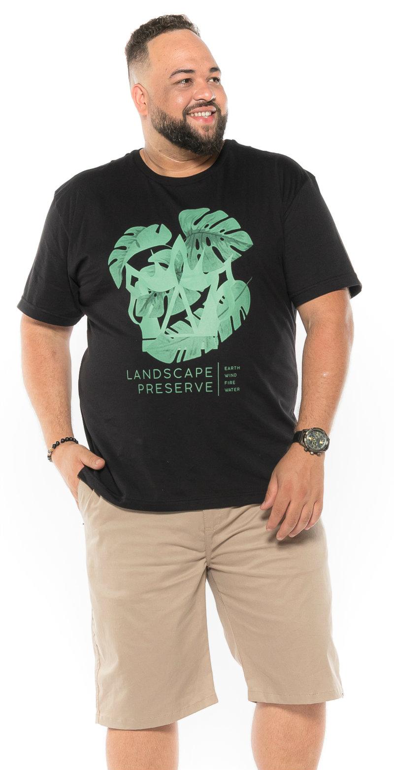 Camiseta plus size estampa Land Preta