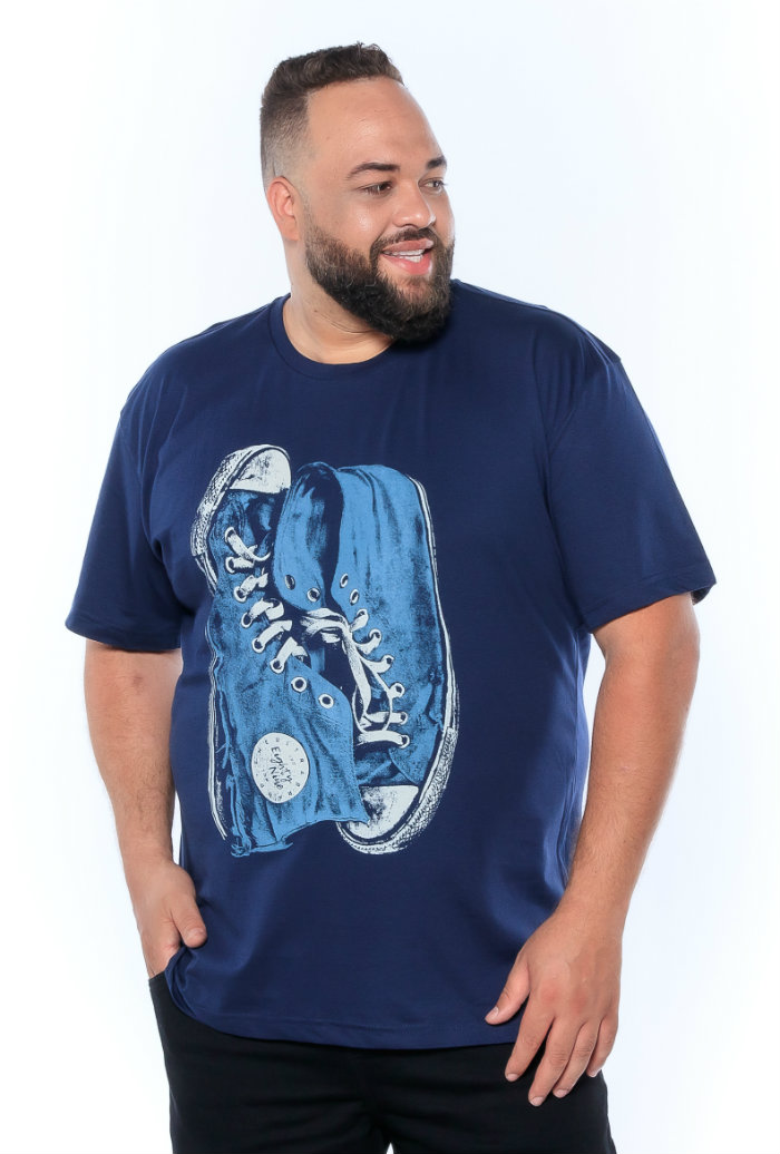 Camiseta plus size estampa Shoes Azul Marinho